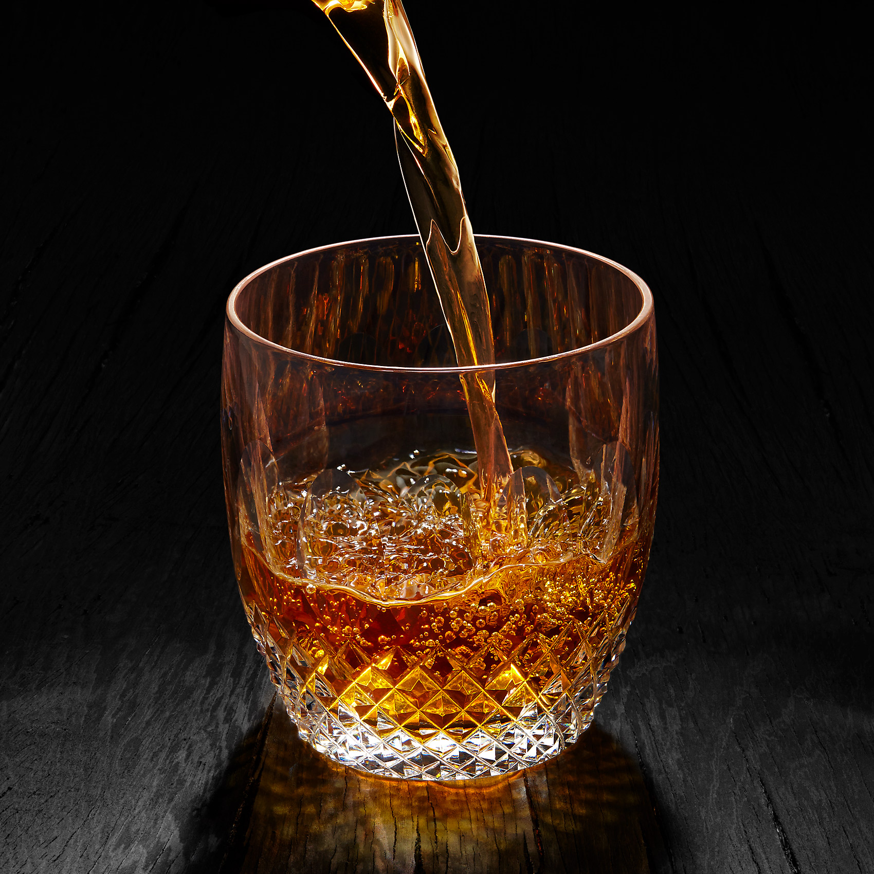 Nick_Rees-Drinks-Whisky-Pour
